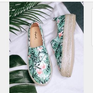Shoes - 🆕️//The Trixie// Summer print Espadrille